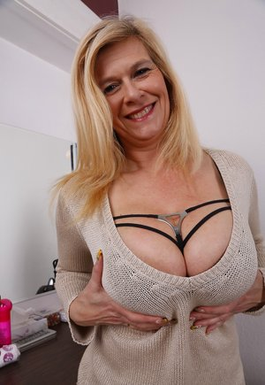 Nude Mature Boobs Pictures
